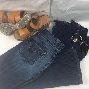 Size 26 Hudson jeans.